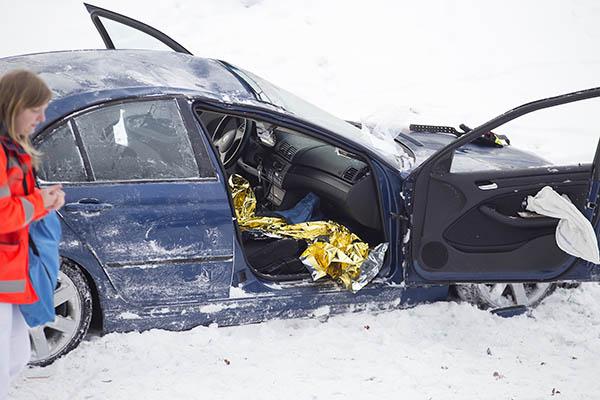 Bei Dierdorf von Straße abgekommen - Beifahrerin schwer verletzt