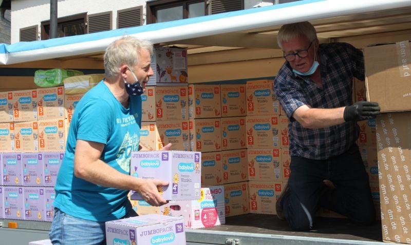 43.000 Windeln für Babys und Kleinkinder in Camp Moria