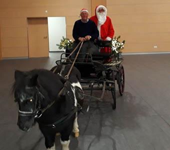 """Seniorenfest in Windhagen """"verzaubert"""" die Gäste"""