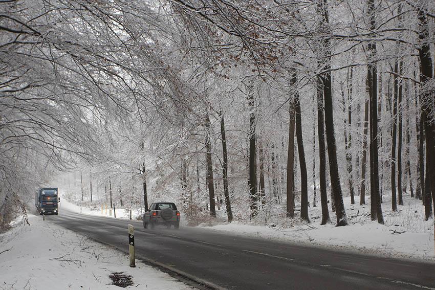 Keine dicke Winterbekleidung beim Autofahren