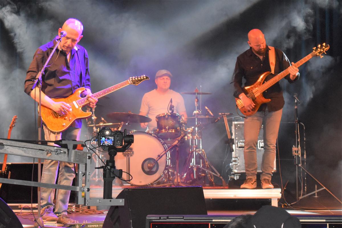 """""""Brothers in Arms"""" rockten im Kulturwerk Wissen mit ihren """"Dire Straits""""-Hits die Bühne. Fotos: Wolfgang Rabsch"""