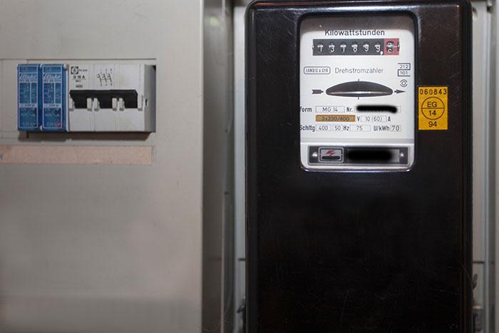 Kontakte reduzieren: Strom- und Gaszähler selbst ablesen