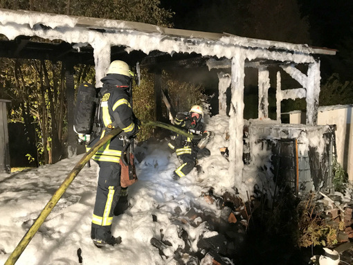 Holzschuppen in Roth-Oettershagen stand in Flammen