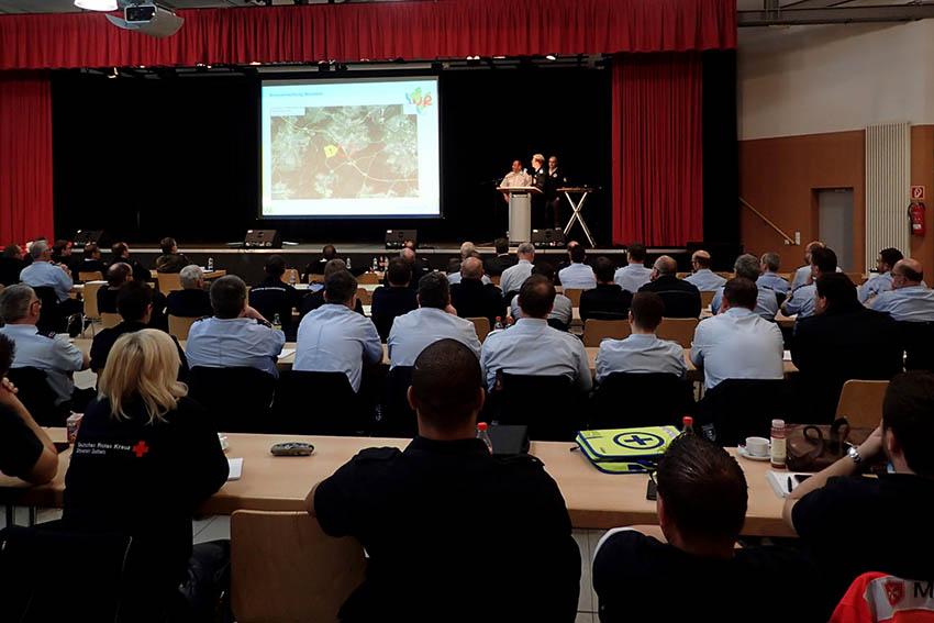 Führungskräfte Feuerwehren und Hilfsorganisationen bilden sich