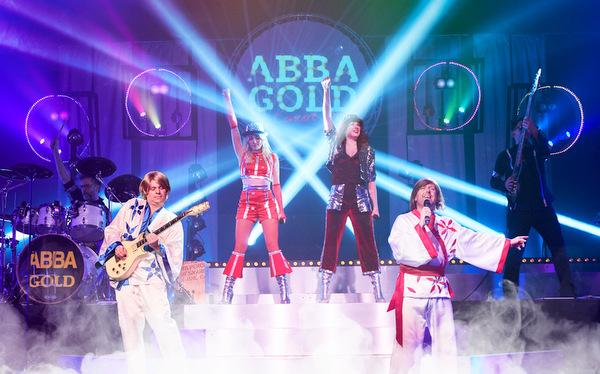"Am 28. Dezember in Wissen: <a href=https://kuriere.reservix.de/tickets-abba-gold-the-concert-show-live-in-wissen-kulturwerkwissen-am-28-12-2019/e1411728 target=_blank>""ABBA GOLD – The Concert Show""</a> (Foto:)"