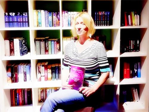 Demmer-Bracke wagt mit Debütroman Einstieg in Romantik Fantasy