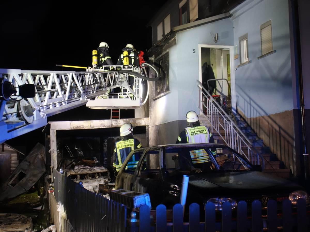 Fahrzeugbrand neben Familienhaus in Derschen – Feuerwehr verhindert Schlimmeres