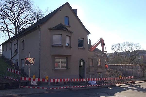 Abriss der Alten Mühle in Puderbach hat begonnen