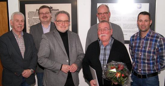 Abschied von der Verbandsgemeinde: (von links) Karl-Heinz Henn, Klaus Becher, Michael Wagener, Burkhard Schmidt, Andreas Reifenrath (hinten) und Michael Herzog. (Foto: Verbandsgemeindeverwaltung Wissen)