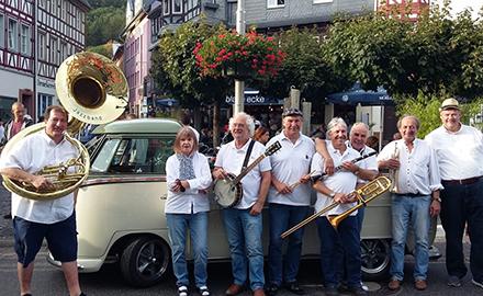 Schräglage Jazzband begeisterte beim Oldtimer-Treffen in Adenau