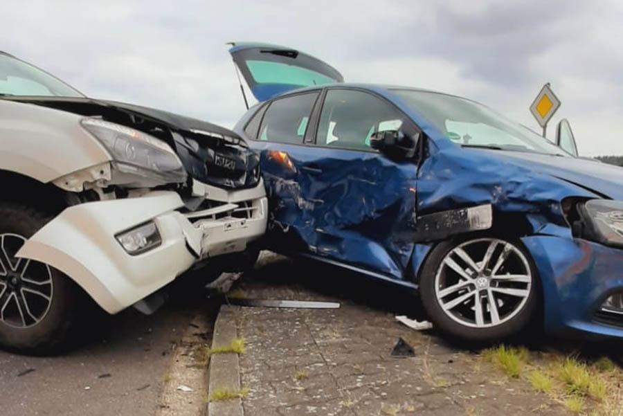 Bei Unfall bei Linkenbach werden Mutter und Kleinkind verletzt