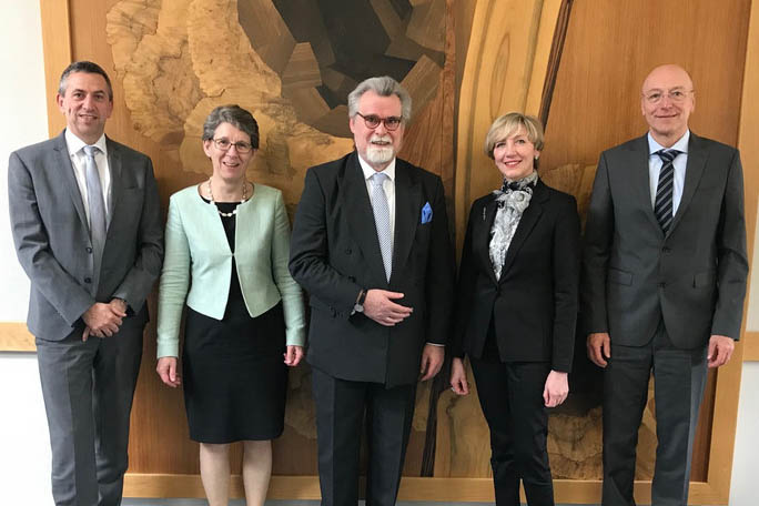 Justizminister Herbert Mertin besucht Amtsgericht Linz