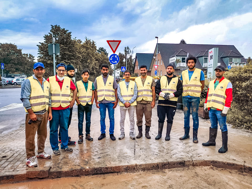 Muslimische Ahmadiyya Jugend Betzdorf hilft in Katastrophengebieten