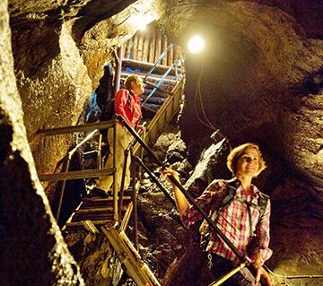 """In der Limbacher Dachschiefergrube """"Assberg"""", der wohl größten und ältesten des Westerwaldes, wurde auch unter Tage Schiefer gebrochen. Foto: Westerwald Touristik-Service"""