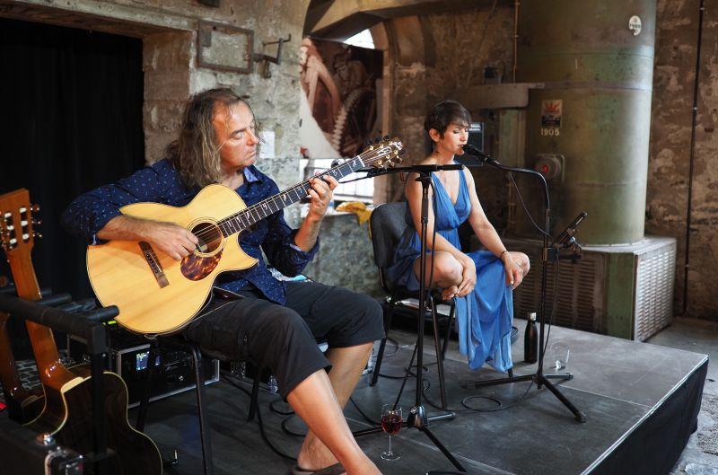 Peter Autschbach und Samira Saygili traten in der Alten Schmiede auf