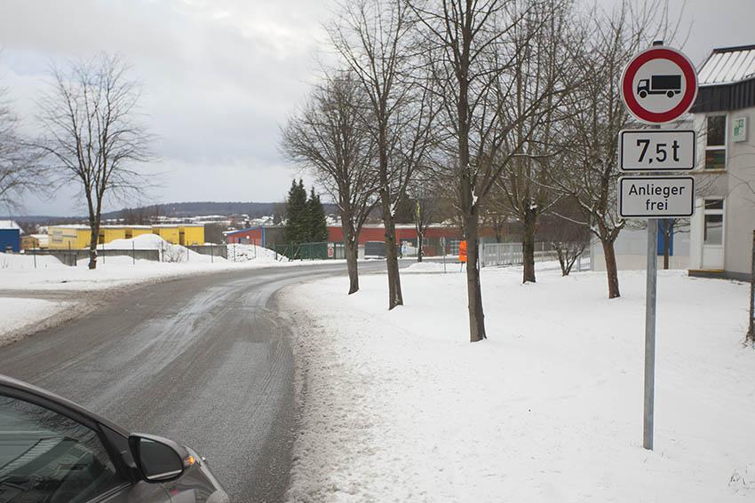 Das Durchfahrtsverbot-Schild wird einfach ignoriert. Fotos: Wolfgang Tischler