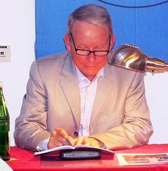 Pfarrer Holger Banse las aus seinem Buch in Hamm. Foto: EÖB