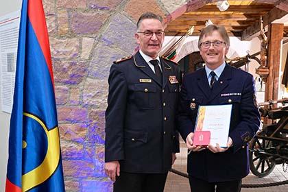 Christoph Becker erhielt Deutsches Feuerwehr-Ehrenkreuz in Gold