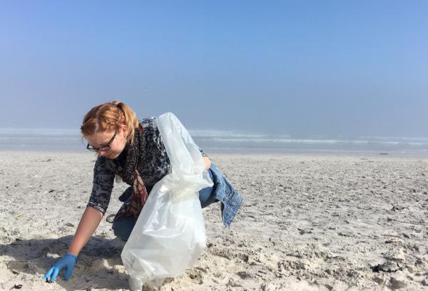 Urlaubstag f�r den guten Zweck: Den Strand vom M�ll befreit