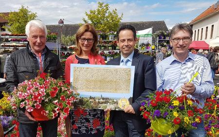 Horhausen zeigt Blütenpracht zum 38. Westerwälder Blumenmarkt