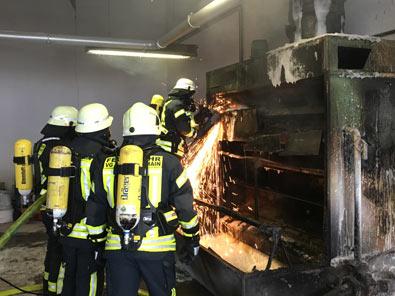 Lackieranlage in einer Holzwarenfabrik geriet in Brand