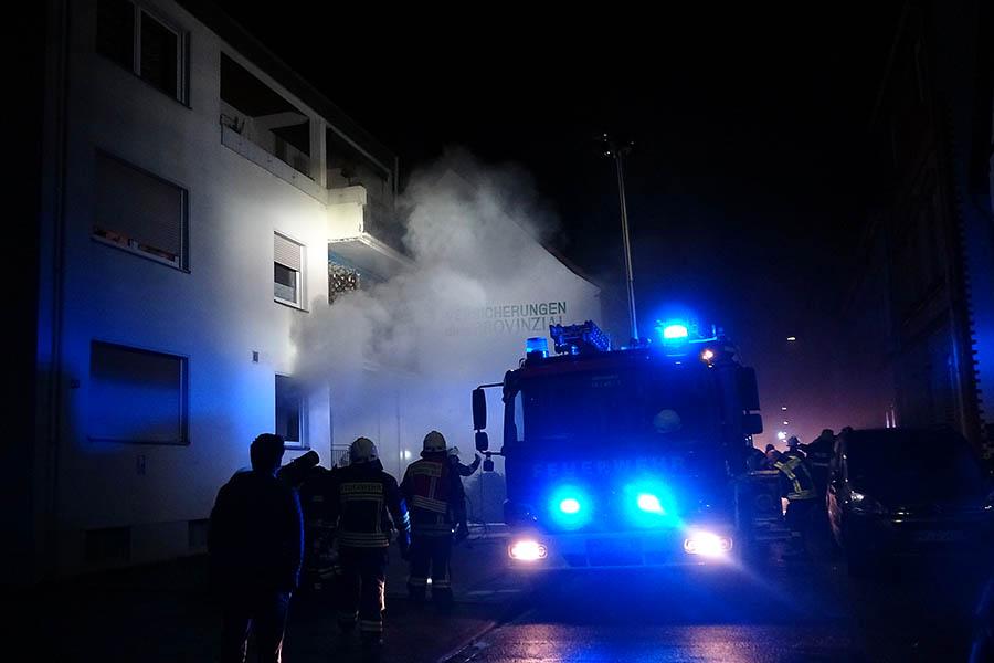 Wohnungsbrand im Mehrfamilienhaus in Engers