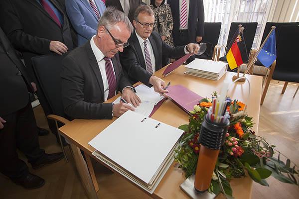 Breitbandausbau: Kooperationsvertrag ist unterzeichnet
