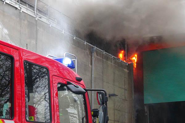 Großbrand im Sägewerk in Oberhonnefeld