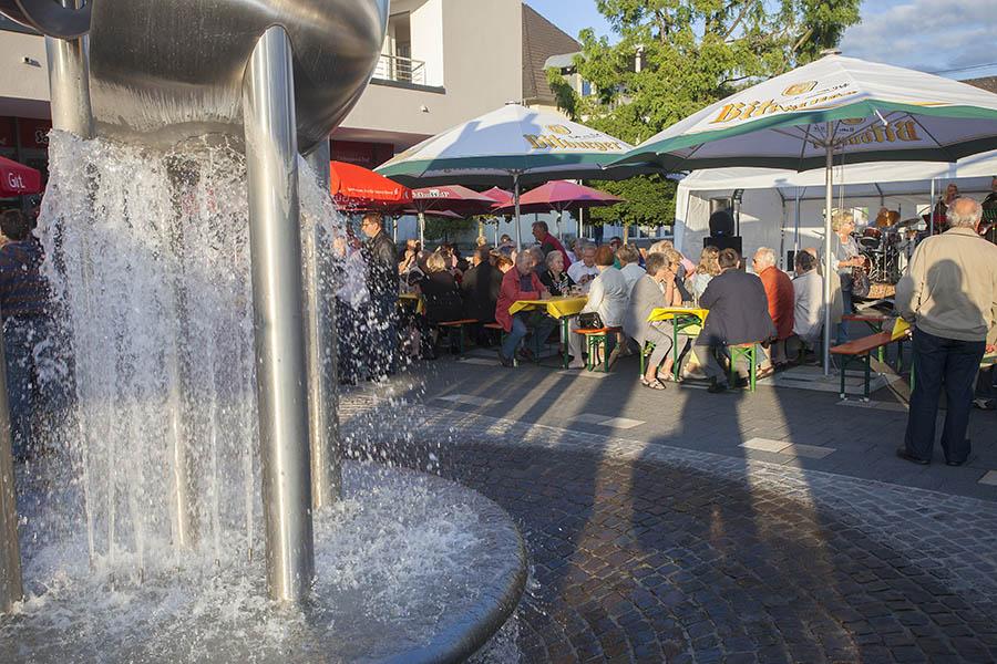 Puderbach feiert Brunnenfest in der Ortsmitte