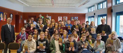 Rotary Club Westerwald schenkte Siebtkl�sslern spannende B�cher