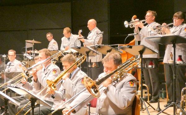 Fetziger Sound: Thilo Wolf und die Big Band des Heeresmusikkorps begeisterten