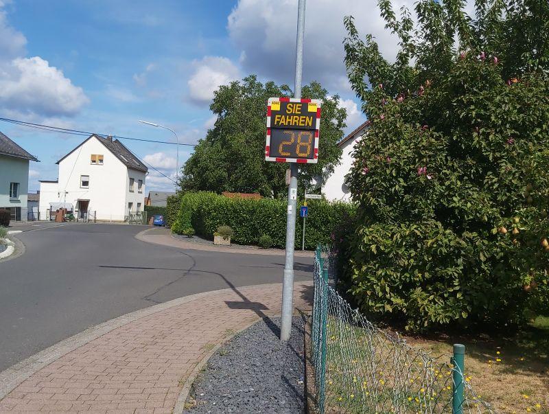 Geschwindigkeitsmessanlage in Caan installiert