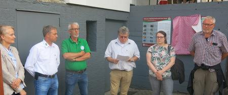 Ortsbürgermeister Roland Lorenz bei der offiziellen Eröffnung des neuen Wanderwegs. (Foto: wear)