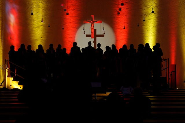 Der Waldbreitbacher Kirchenchor sucht Mitsänger für Gospels und moderne Kirchenlieder. (Symbolbild)