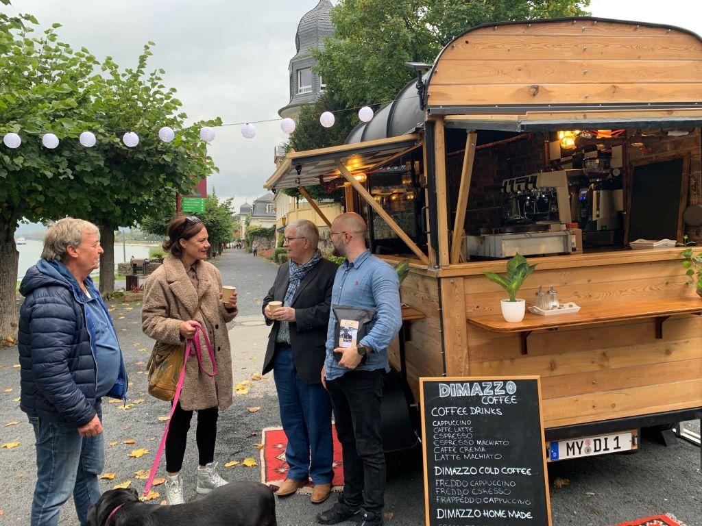 Kaffee und Crêpes an der Unkeler Rheinpromenade