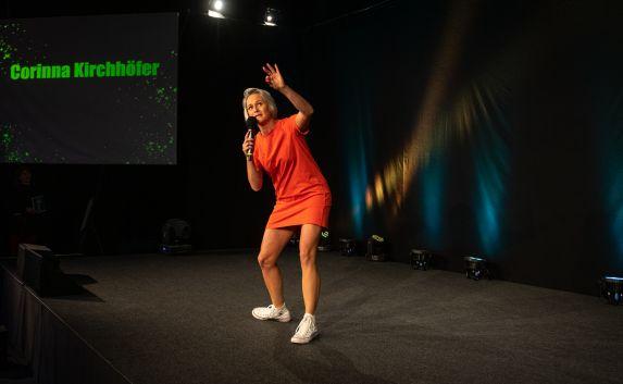 Corinna Kirchhöfer auf der Bühne. Fotos: privat