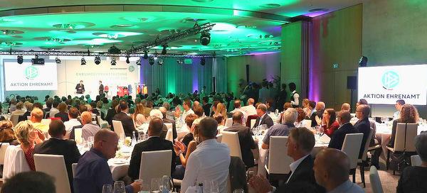 DFB-Ehrenamtspreis: Noch bis Ende August bewerben!