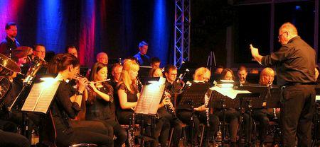 Ob Filmmusik, Polka oder Kabarett am Klavier, das Konzertprogramm des Blasorchesters hatte an diesem Abend für jeden Geschmack etwas zu bieten. (Foto: Dieter Wick)