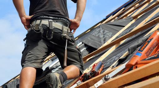 H�ngepartie geht weiter: Lohn-Schieflage f�r Dachdecker
