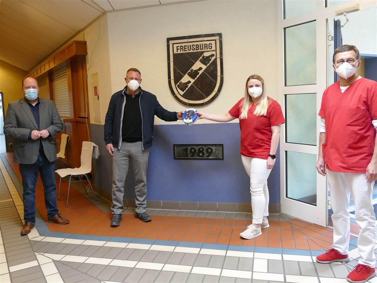 Öffentlich zugänglicher Defibrillator nun im Bürgerhaus Freusburg