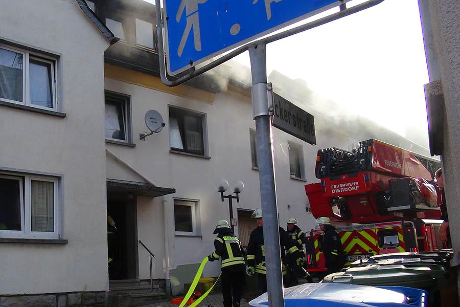Gebäudebrand in Dierdorf schnell im Griff