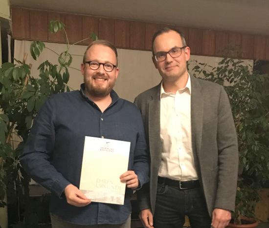 Fabian Fuchs (links) erhielt die silberne Ehrennadel des Sportbundes Rheinland vom Sportkreis-Vorsitzenden Michael Weber (Foto: Verein)