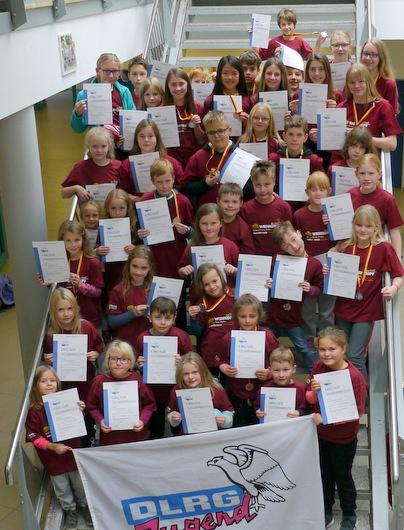 Die DLRG Betzdorf-Kirchen hatte Vereinsmeisterschaften. 50 aktive Kinder und Jugendliche stellten sich dem Wettkampf. (Foto: Verein)