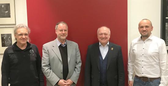 Austausch des GEW-Kreisvorstandes im Kreishaus: (von links) Dr. Georg Meinhardt, GEW-Kreisvorsitzender Heribert Blume, Landrat Michael Lieber und Axel Karger. (Foto: GEW)