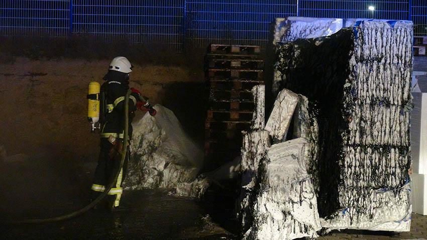 Styropor brannte im Gewerbegebiet in Dürrholz