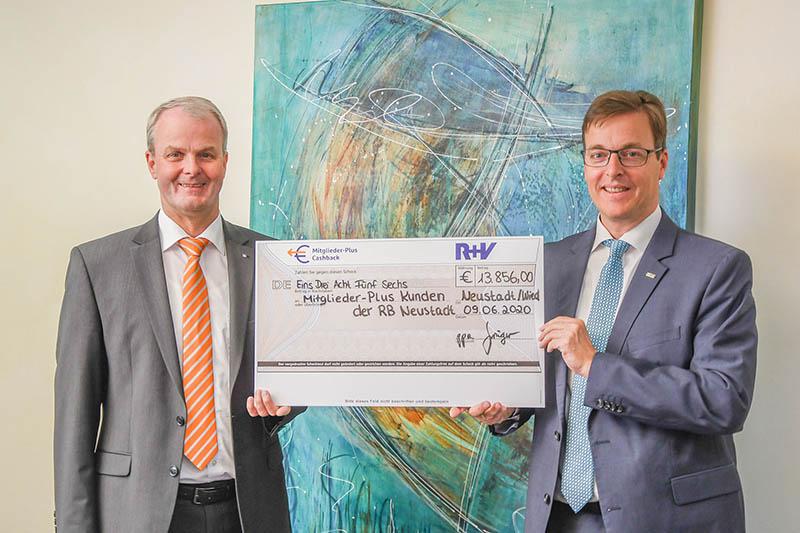 Mitglieder der Raiffeisenbank Neustadt eG erhalten Geld zurück