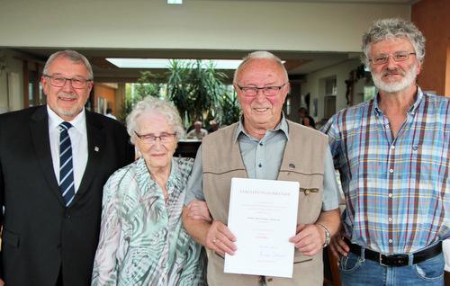 Reinhard Lehmler erhielt die Ehrennadel des Landes