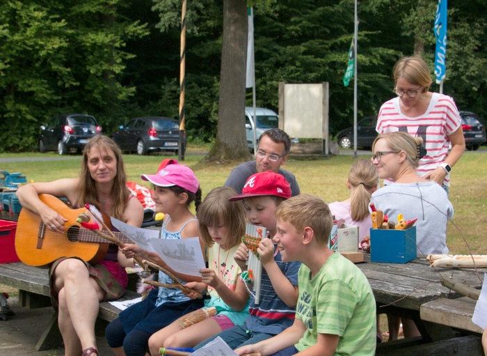 """Holz- und Musikwerkstatt Wald: """"Globales Lernen"""" auf dem Camping im Eichenwald"""
