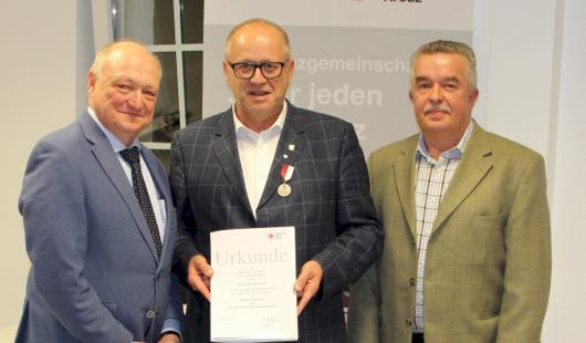DRK-Verdienstmedaille für Dr. Peter Enders
