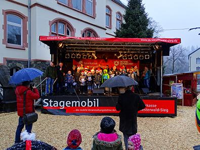 Am Freitag, 8. Dezember wurde der 10. Weihnachtsmarkt in Betzdorf eröffnet. Foto: jmlp